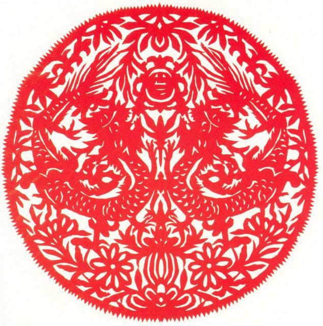 团花-二龙戏珠; 二折团花剪纸图案分享;